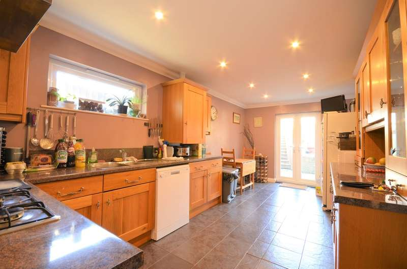 4 Bedrooms Chalet House for sale in Newport, Isle Of Wight