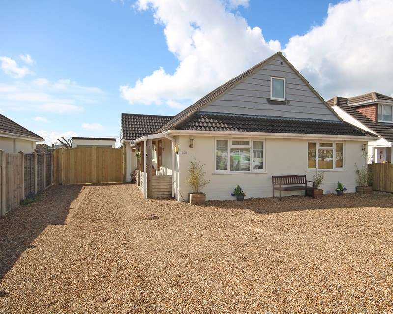 4 Bedrooms Bungalow for sale in Wavendon Avenue, Barton On Sea, New Milton, Hampshire, BH25