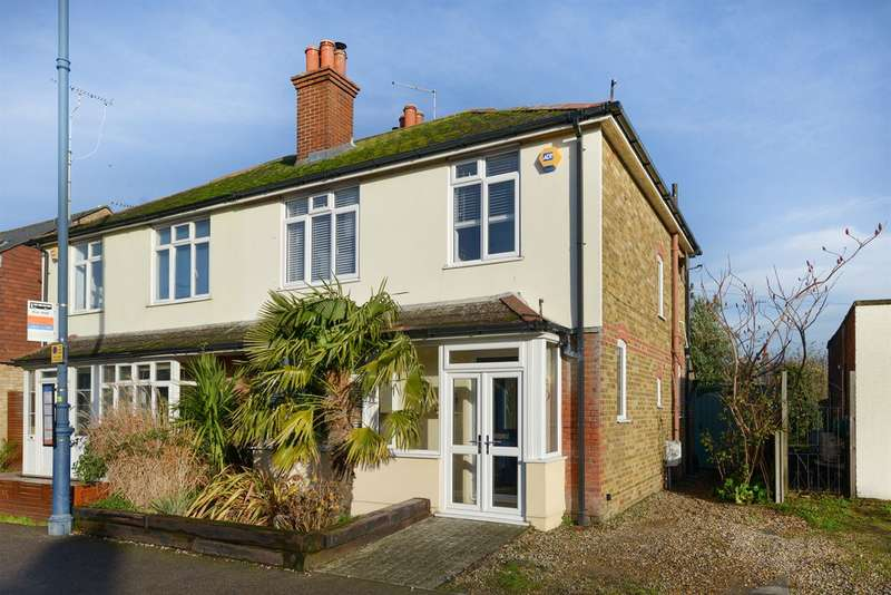 3 Bedrooms Semi Detached House for sale in Cromwell Road, Whitstable