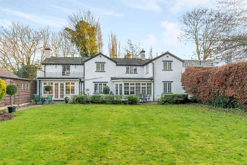 4 Bedrooms Detached House for sale in Warwick Road, Knowle, Solihull, B93 9LR
