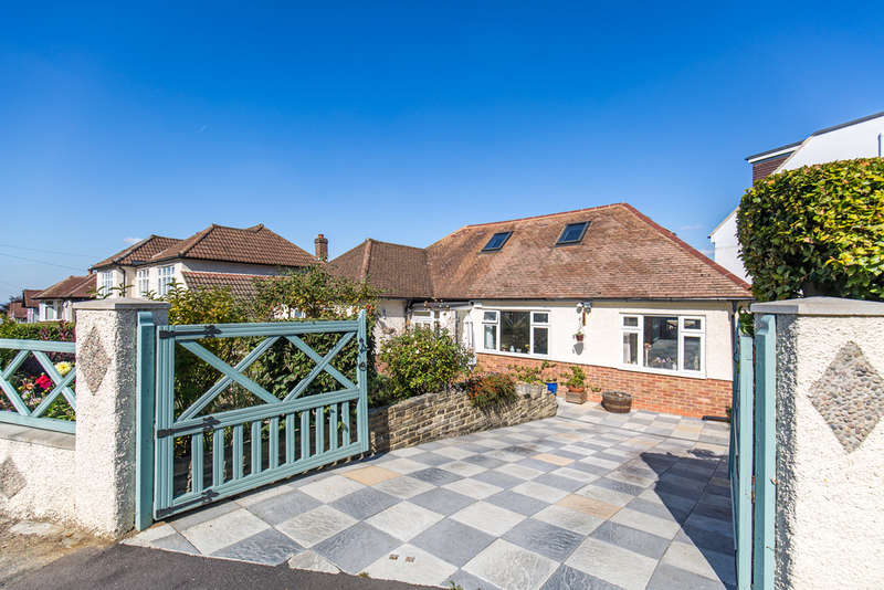 3 Bedrooms Detached Bungalow for sale in The Woodfields, South Croydon