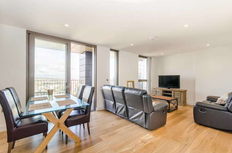 2 Bedrooms Penthouse Flat for sale in Caithness Walk, Croydon, CR0