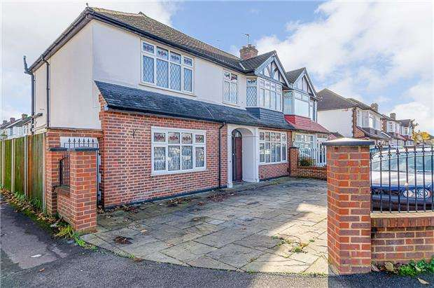 4 Bedrooms Semi Detached House for sale in Henley Avenue, Cheam , Surrey, SM3 9SG