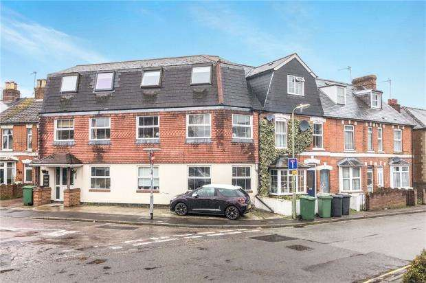 2 Bedrooms Maisonette Flat for sale in Essex Road, Basingstoke, Hampshire