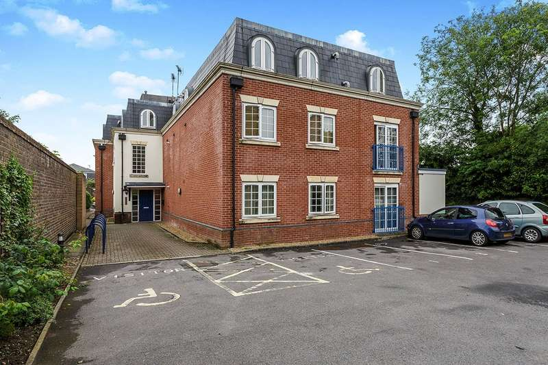 2 Bedrooms Apartment Flat for sale in Beaconsfield Road, Waterlooville, Hampshire, PO7