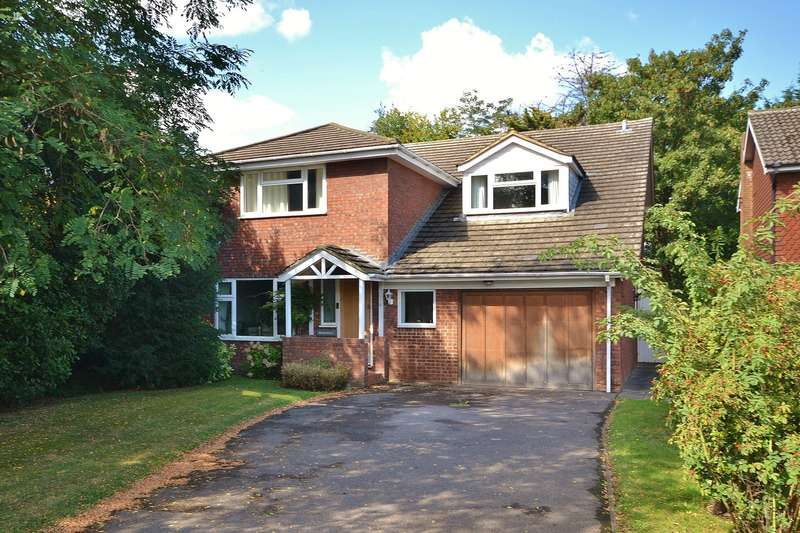 4 Bedrooms Detached House for sale in Carrick Gate, Esher, KT10