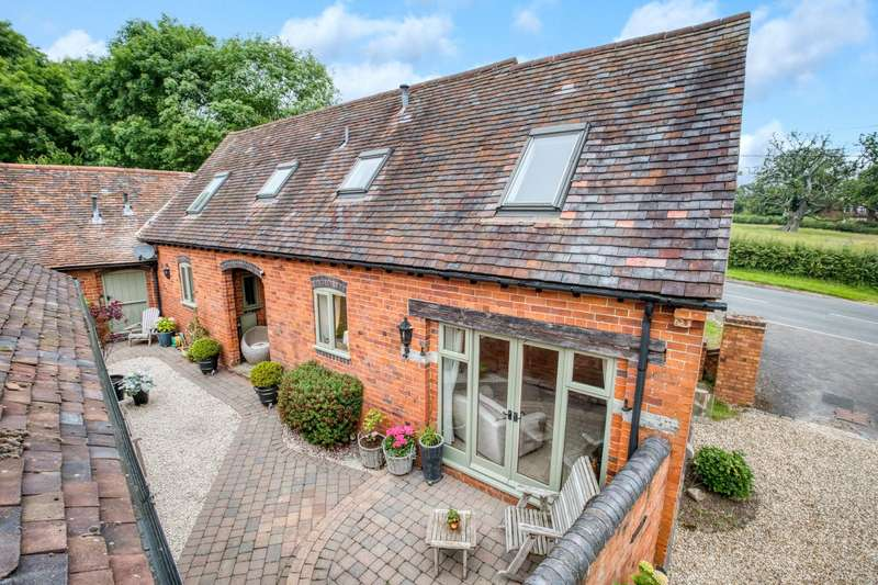 3 Bedrooms Barn Conversion Character Property for sale in Crowley Farm Barns, Ullenhall, Henley-in-Arden, B95