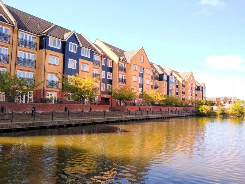 3 Bedrooms Duplex Flat for sale in OVER 1400 SQ FT WITH CANAL VIEWS AND CLOSE TO STATION.