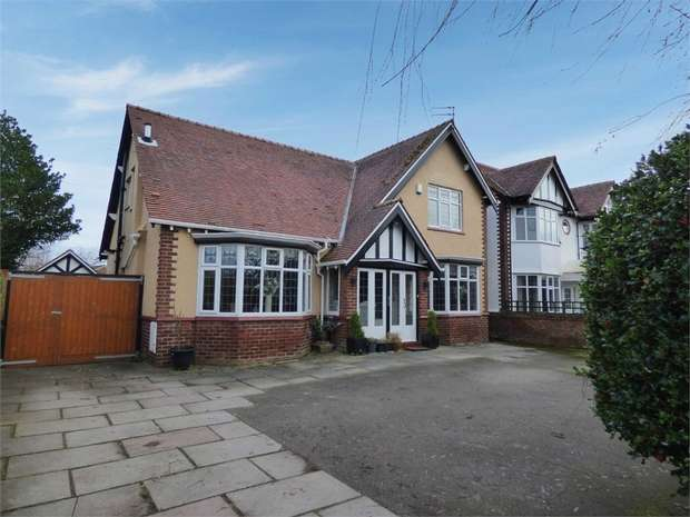 4 Bedrooms Detached House for sale in Liverpool Road, Southport, Merseyside