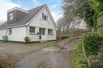 4 Bedrooms Bungalow for sale in Camborne, Cornwall, .