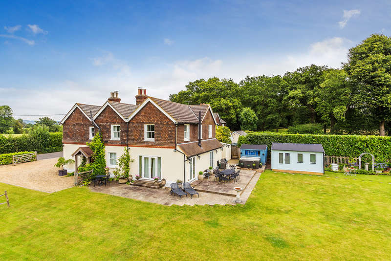 5 Bedrooms Detached House for sale in Harts Lane, South Godstone RH9