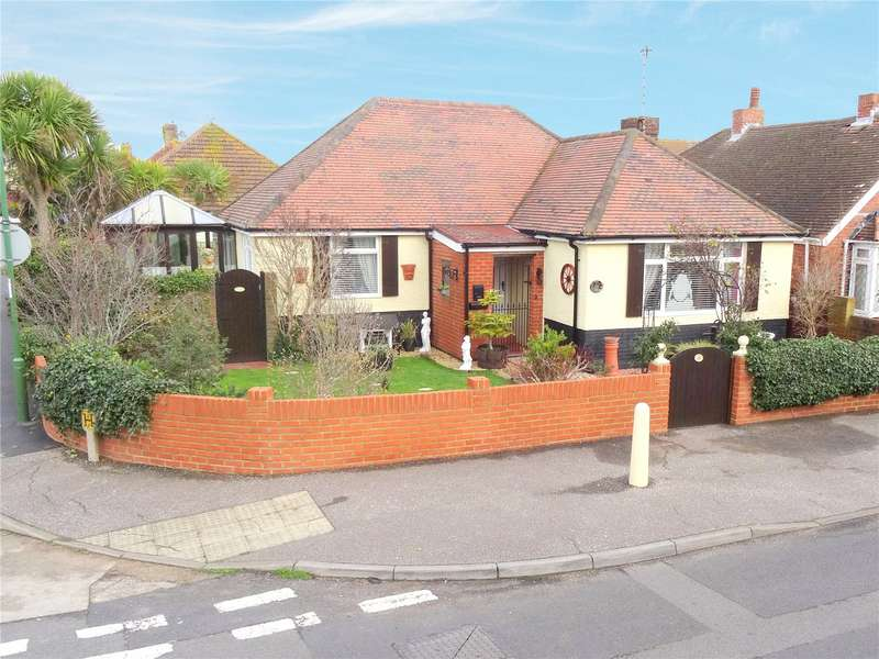 3 Bedrooms Detached Bungalow for sale in Kings Road, Lancing, West Sussex, BN15