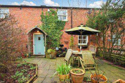 3 Bedrooms Barn Conversion Character Property for sale in Chester Lane Farm, Chester Lane, Winsford, Cheshire
