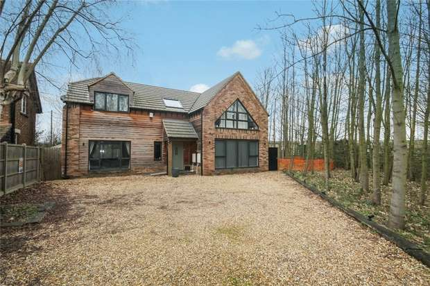 4 Bedrooms Detached House for sale in Woburn Road, Kempston, Bedford