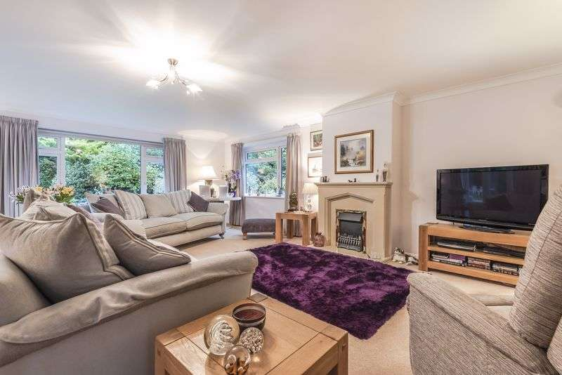 3 Bedrooms Property for sale in Liphook Road, Headley