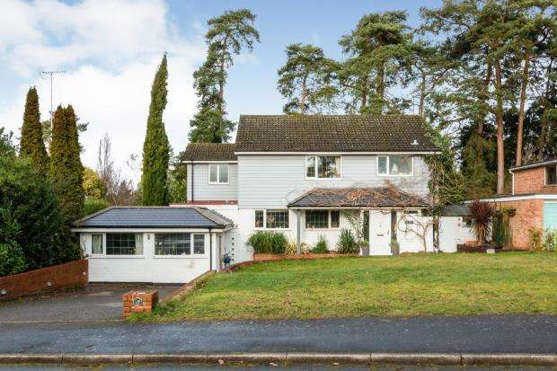 5 Bedrooms Detached House for sale in Camberley, Surrey, United Kingdom