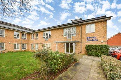 2 Bedrooms Retirement Property for sale in Baisley Gardens, Bletchley, Milton Keynes, Buckinghamshire