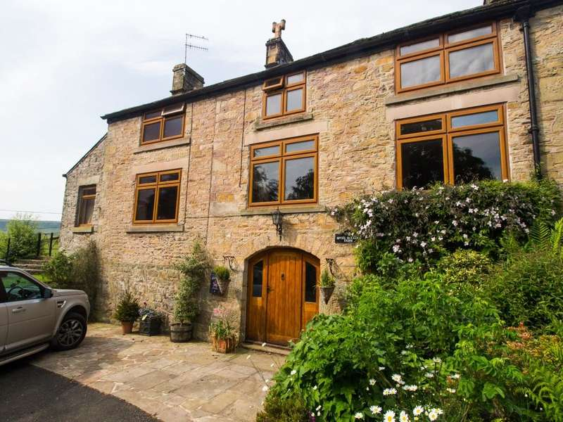 3 Bedrooms Farm House Character Property for sale in Combs, High Peak, Derbyshire, SK23 9UT