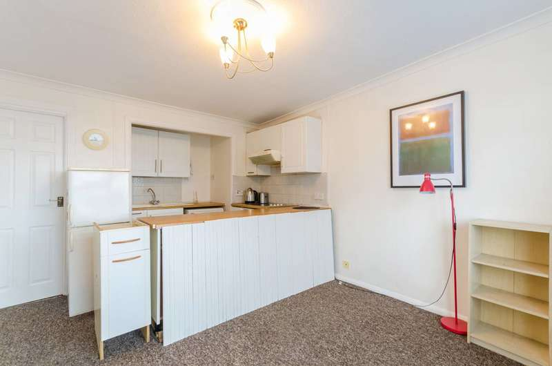 1 Bedroom Flat for sale in South Norwood Hill, Upper Norwood, SE25
