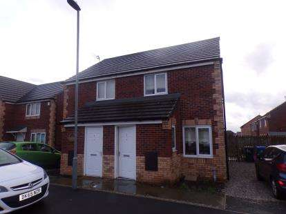 2 Bedrooms Semi Detached House for sale in Fernwood Avenue, Huyton, Liverpool, Merseyside, L36