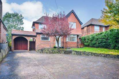 4 Bedrooms Detached House for sale in Berry Hill Lane, Berry Hill, Mansfield, Nottinghamshire