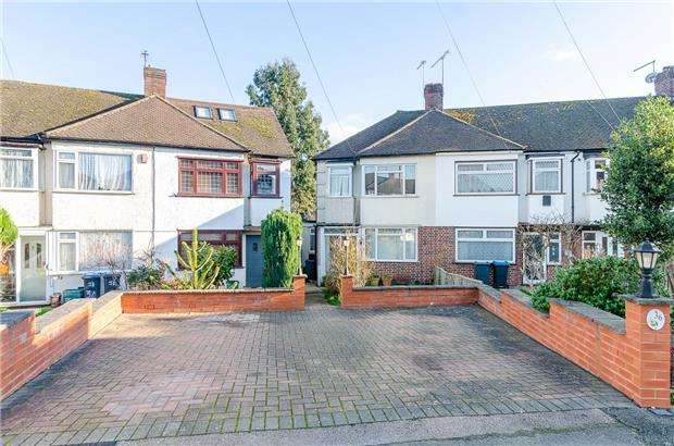4 Bedrooms Semi Detached House for sale in Garth Close, MORDEN, Surrey, SM4 4NN