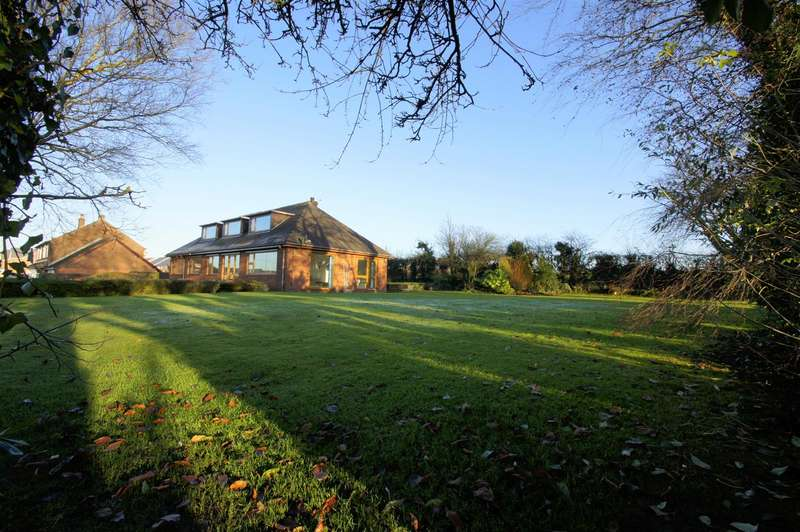 3 Bedrooms Property for sale in Little Scotland, Blackrod, Bolton