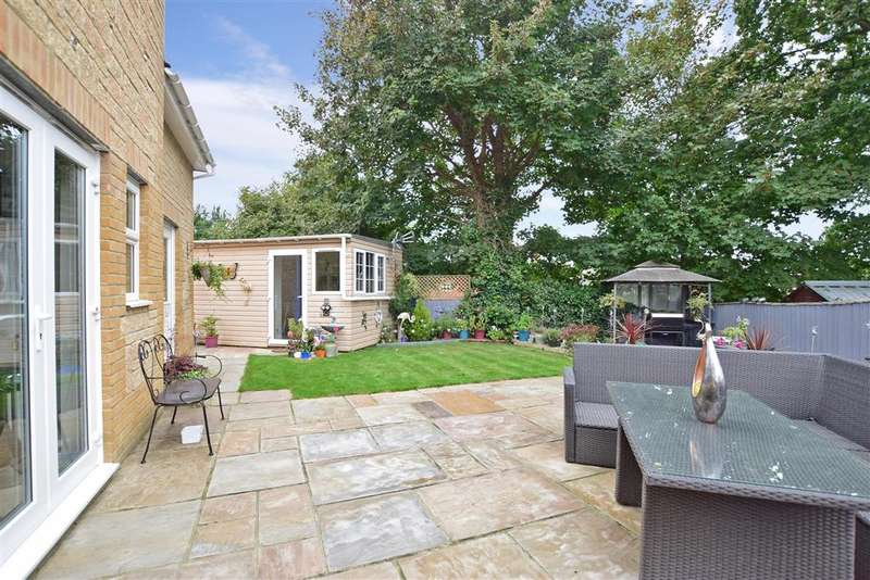 4 Bedrooms Detached House for sale in Fairfield Park, , Totland Bay, Isle of Wight