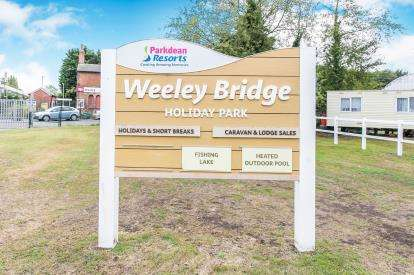 3 Bedrooms Mobile Home for sale in Weeley Bridge Holiday Park, Clacton Road, Clacton On Sea