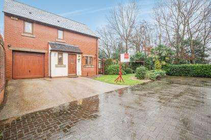 3 Bedrooms Detached House for sale in Wardle Court, Whittle-Le-Woods, Chorley, Lancashire