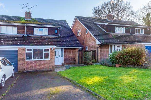 4 Bedrooms Semi Detached House for sale in Harvest Close, Yateley, Hampshire