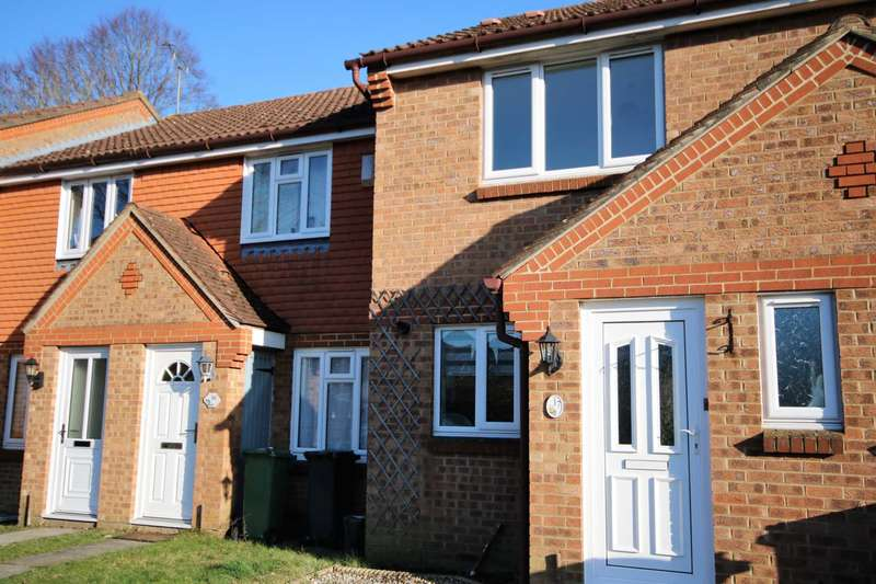 2 Bedrooms Link Detached House for rent in Hanbury Way, Camberley