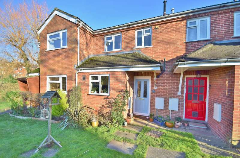 2 Bedrooms Terraced House for sale in Colden Common