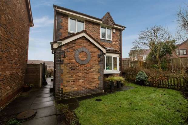 3 Bedrooms Detached House for sale in Carrbrook Drive, Royton, Oldham, Lancashire