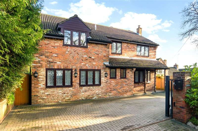 5 Bedrooms Detached House for sale in Golf Lane, Whitehill, Hampshire, GU35