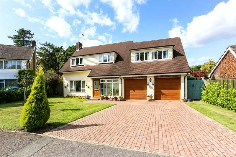 4 Bedrooms Detached House for sale in Hollycombe Close, Liphook, Hampshire, GU30