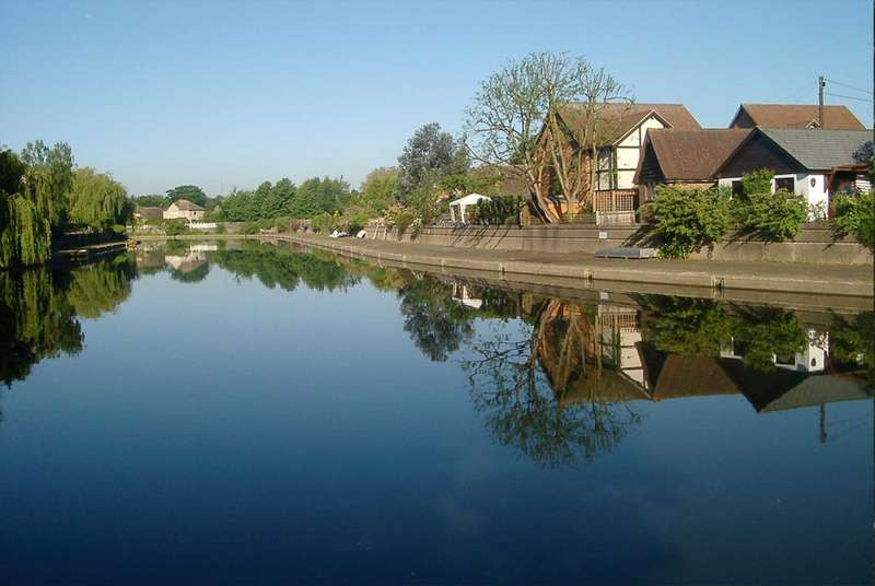 3 Bedrooms Detached House for sale in Moat Cottage, Summer Road, East Molesey