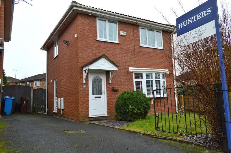 3 Bedrooms Detached House for sale in Goodwood Drive, Oldham, OL1 4TB