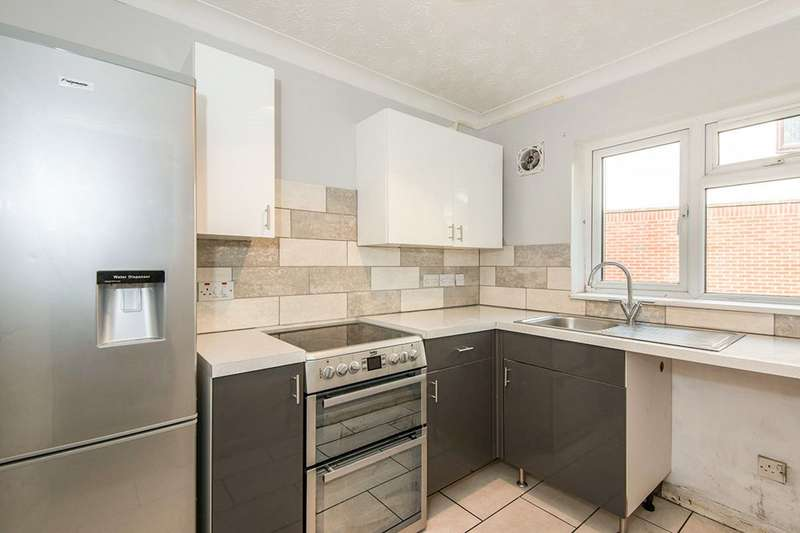 2 Bedrooms Maisonette Flat for sale in Bramble Mews, West End Road, Townhill Way, Southampton, SO18