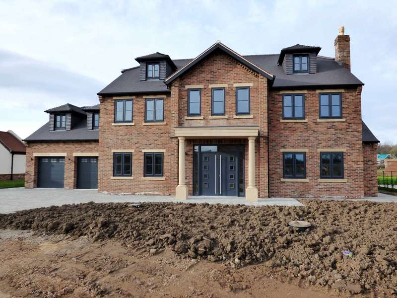 6 Bedrooms Detached House for sale in ***REDUCED*** Duke Of Wellington Gardens, Wynyard
