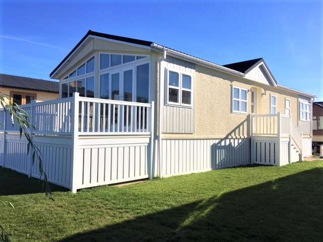 2 Bedrooms Mobile Home for sale in Yarwell Mill Country Park, Cambridgeshire