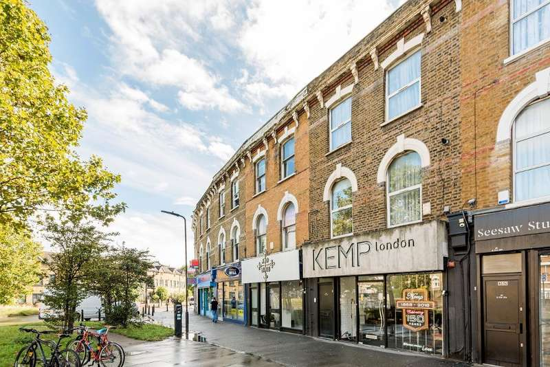 4 Bedrooms Terraced House for sale in Shacklewell Lane, London, E8 2EZ