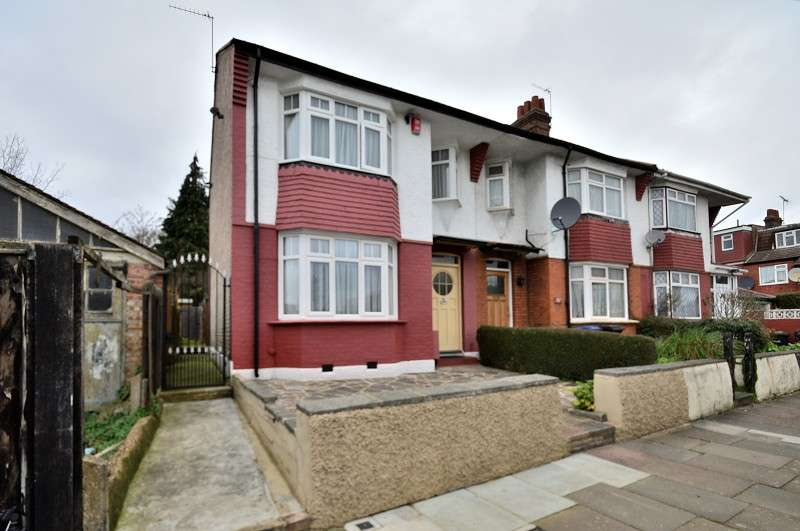 3 Bedrooms End Of Terrace House for sale in Lightcliffe Road, Southgate, London. N13