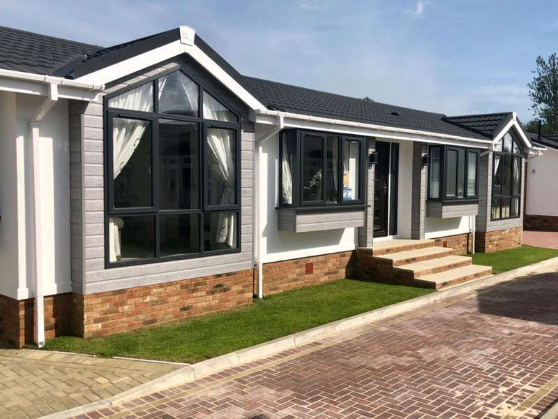 2 Bedrooms Mobile Home for sale in Five Furlongs Country Park, Kent