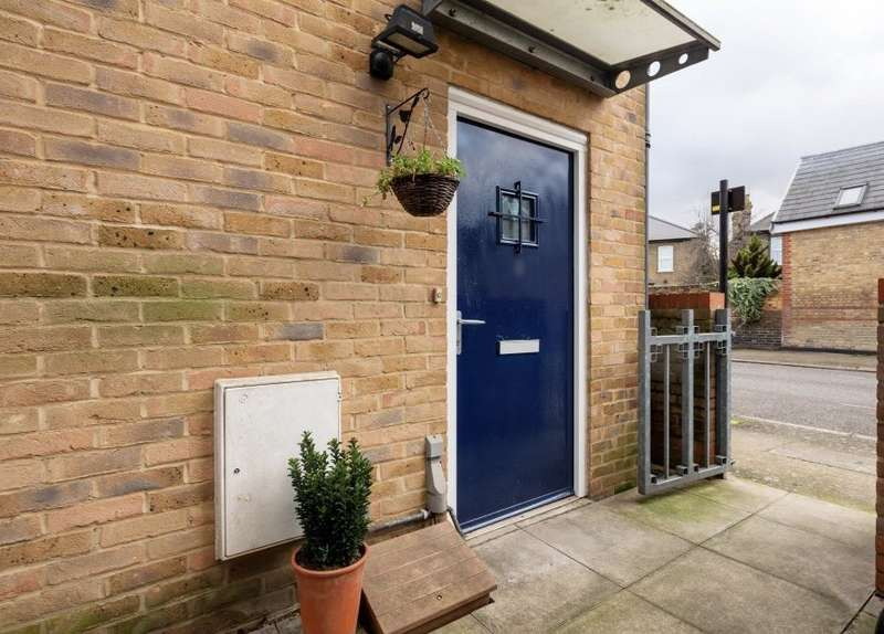 2 Bedrooms Semi Detached House for sale in Lapwing Terrace, Hampton Road, London, E7