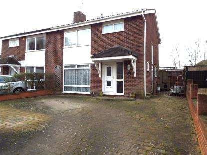 3 Bedrooms Semi Detached House for sale in Severn Way, Bedford, Bedfordshire