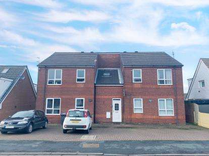 2 Bedrooms Flat for sale in Witney Avenue, Feniscowles, Blackburn, Lancashire, BB2