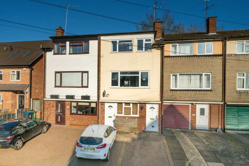 3 Bedrooms Maisonette Flat for sale in NO UPPER CHAIN, BRIGHT SPACIOUS 3 BED MASIONETTE