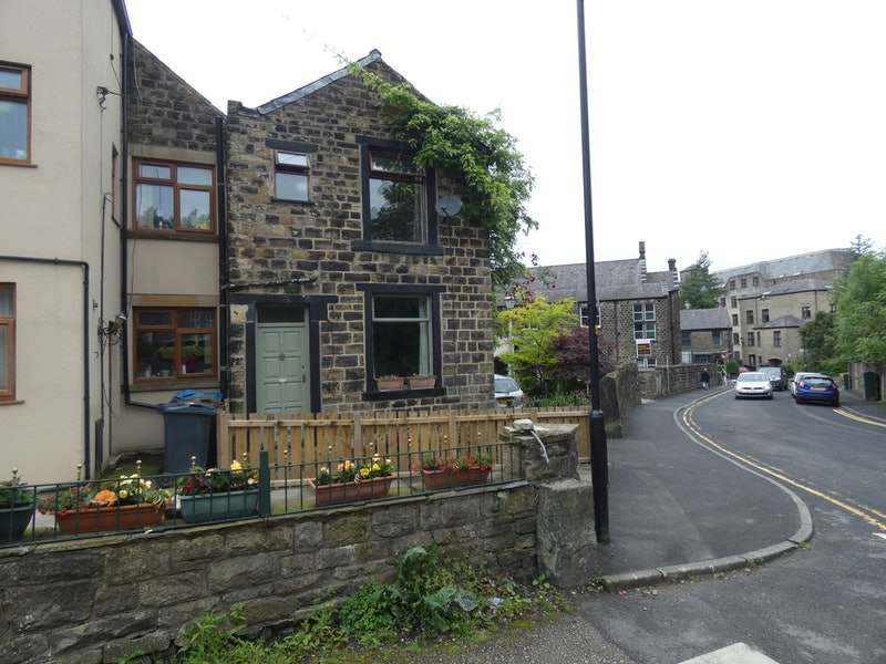 2 Bedrooms Terraced House for sale in Station Road, Oldham, Greater Manchester, OL3