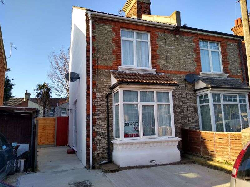 3 Bedrooms Property for sale in Warwick Road, Clacton-On-Sea